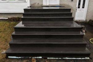 Coloration noir escalier béton estampé