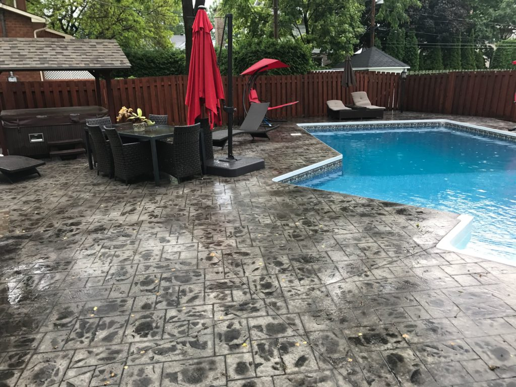 finition de béton piscine